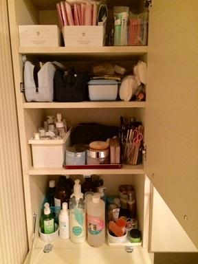 洗面所の棚(化粧品)